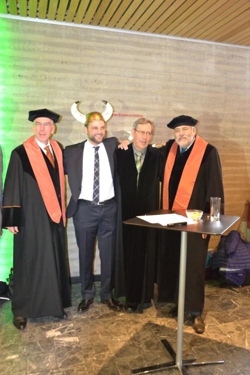 Tussen Leo en Bart in staat Prof. Don Huisingh, die samen met >Leo het Off.Campus Ph.D programma heeft opgezet..